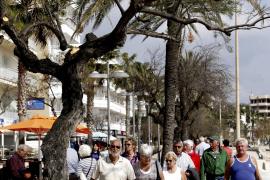 Urlauber am Wochenende in Cala Millor.