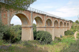 """Die """"Brücke der sieben Bögen"""" befindet sich zwischen Arenal und der Wohnsiedlung Las Palmeras."""