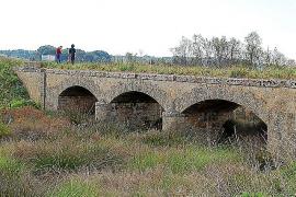 Die Brücke von Son Sunyer ist von der Autobahn Palma-Llucmajor aus sichtbar, zwischen den Ausfahrten 10 und 11.