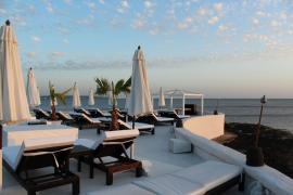 Die Terrasse des Puro Beach mit Blick über die Bucht von Palma gehört zu den schönsten Mallorcas.