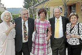 Zu den Gratulanten gehörten auch MM-Altverleger Pere A. Serra (2.v.l.) und seine Frau Margalida Magraner (r.).