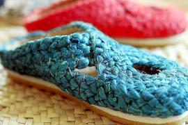 Die Schuhe sind aus Jute, einer Pflanze, die vor allem in Indien und Bangladesch angebaut wird. Die Sohlen kommen in Sa Pobla hi
