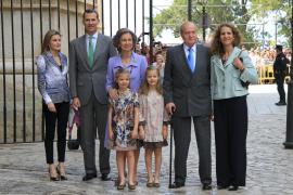 Familienfoto: Letizia, Felipe, Sofía, Juan Carlos und Elena mit den Enkelinnen.
