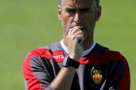 Wegen Passivität der Spieler brach er das Training ab: Lluís Carreras.