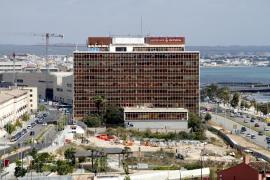 Das Gebäude befindet sich auf Höhe des Stadtstrands Can Pere Antoni.