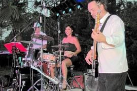 """Steve Bergendy ist bei """"Music & Talk"""" fast immer der Mann am Bass."""