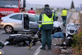 Einer der Motorradfahrer starb noch an der Unfallstelle.
