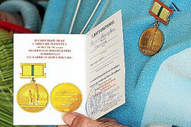 Sankt Petersburg hat alle lebenden Zeitzeugen zum 70. Jahrestag der Befreiung Leningrads mit einer Goldmedaille geehrt.