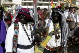 Zwei Bewohner von Sóller, verkleidet als Mauren.