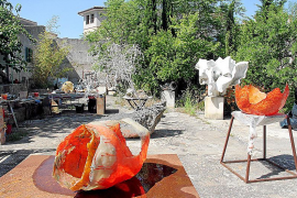 Hier wurde früher das baskische Ballspiel Pelota praktiziert. Hof und Atelier des deutschen Künstlers in Sineu.