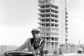 Die Aufnahme zeigt das Zentralgebäude, das Asima-Bürohochhaus in Son Castelló, im Bau.