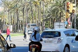 Der gelbe Abbiegepfeil erlaubt freie Fahrt, aber nur, wenn darüber kein Stoppschild angebracht ist.