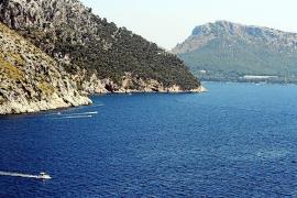 Das Meer vor Mallorca: Sieht von oben sauber aus, ist es oftmals aber nicht, und schuld ist der Müll.