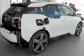 Der Kaufpreis für den BMW i3 beginnt in Deutschland bei rund 35.000 Euro.