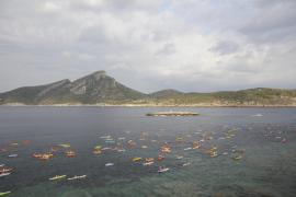 Die Flotille der Kanuten vor Dragonera.