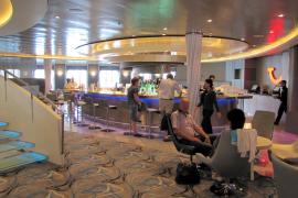 Die TUI-Bar ist so etwas wie das Herzstück des Schiffs.