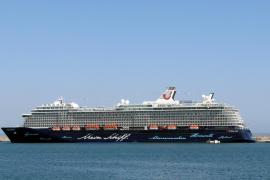 """Die """"Mein Schiff 3"""" während ihres Erstbesuchs in Palma."""