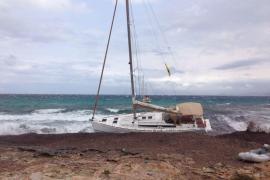 Segelboot auf Formentera gestrandet