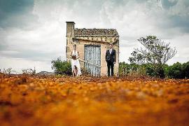 Der Bund fürs Leben: Ein Mann, eine Frau, ein Haus, ein Baum ... Die Aufnahme entstand bei Campos.