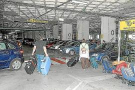 Hohe Strafen für Flughafen-Parkhausdiebe