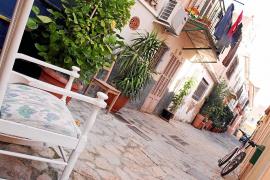 """Das Viertel von Es Jonquet ist älter als Santa Catalina. Typisch für das """"Barrio"""": Traditionelle Einfamilienhäuser, Naturstein-G"""