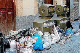 Zwei der Einwurfstationen für die Abfälle. Bürger stellten ihren Mülltüten neben die Automaten, wenn diese defekt waren ...OGIDA
