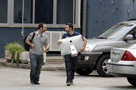 Spezialisten bei der Sicherstellung von Beweismitteln. Foto: UH