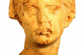 Sorge um das Haupt des Augustus