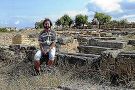 Archäologe Tomeu Vallori in Pollentia.