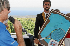 Die Versteigerung des French-Open-Sets von Rafael Nadal.
