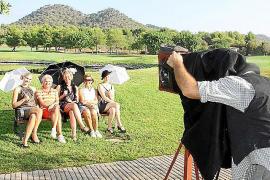 """Thematisch passend zum """"Classic""""-Turnier: die historische Foto-Session für Turnierteilnehmer."""