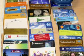 Acht Kreditkartenbetrüger verurteilt
