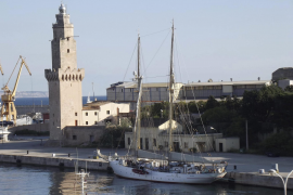 Segelschulschiff kreuzt vor Mallorca