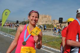 Überglücklich: Claudia Teichmann lief auf Mallorca erst ihren zweiten Marathon und wurde Zweite.