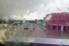 Heftiger Regenschauer in Llucmajor