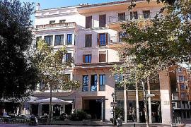 An der Plaça del Rector Rubí befanden sich einst die Büro- und Verkaufsräume des Perlenherstellers Majórica. Später wurde das Un