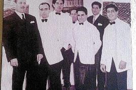 Eine Bar um die Ecke hat noch ein Foto der damaligen Kellner im einstigen Hostal Jacinto aushängen.