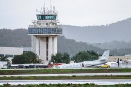 Am Flughafen von Ibiza wehte der Sturm ein geparktes Privatflugzeug vom Rollfeld.