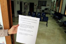 Mitarbeiter der Gesundheitszentren protestieren