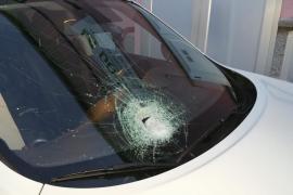 Das Auto, das bereits am Freitag von einem Stein getroffen worden war.