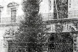 Wo heute der Olivenbaum steht, war 1963 erstmals eine Fichte als Weihnachtsbaum aufgestellt worden.