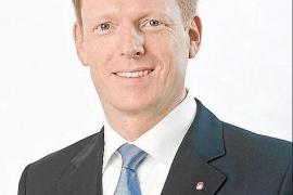 Götz Ahmelmann ist seit 1. Juli 2014 Vertriebsvorstand (Chief Commercial Officer, CCO) der Air-Berlin-Gruppe.