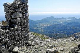 An den Ruinen ist gut festzumachen, von wo er auf dem Mola de s'Esclop Salvator gen Andratx geblickt hat.