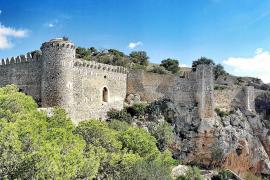 MÄRZ:  Sturm auf die Burg.  Nach einigen Verzögerungen wegen fehlender Genehmigungen kann das Castell Santueri bei Felanitx jetz
