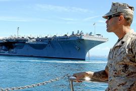 """APRIL: Fünf Tage lang ankert der amerikanische Flugzeugträger """"USS Harry S. Truman"""" in der Bucht von Palma."""