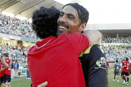 JUNI: Die Spieler von Real Mallorca freuen sich – weil sie am letzten Spieltag der Saison mit einem 0:0 in Córdoba den Klassener
