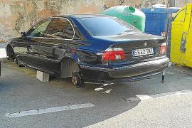 Bei einem schwarzen 5er-BMW in Palma de Mallorca fehlten alle vier Räder.