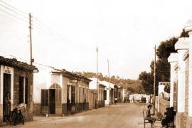 Der Küstenort bestand aus wenigen Straßen und Häusern.
