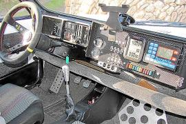 Das Cockpit sieht nicht ganz so aus wie bei einem gewöhnlichen Seat Marbella.