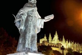 Die Bronze-Statue von Ramon Llull am Passeig Sagrera wurde 1967 errichtet. Sie stammt von dem Bildhauer Horacio de Eguía.